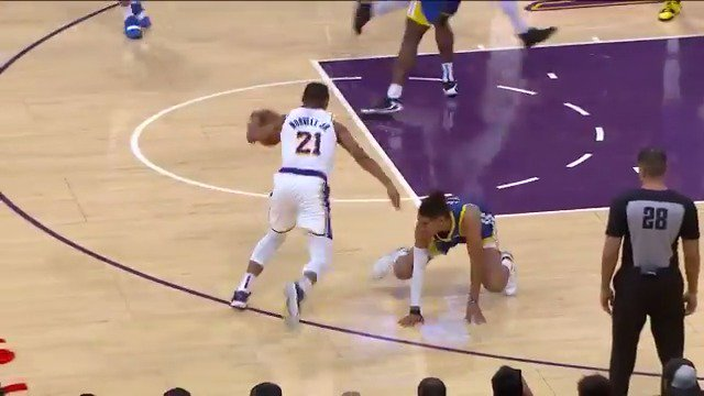 Zach Norvell Jr. had Jordan Poole on all fours and the Lakers bench went WILD 🤯