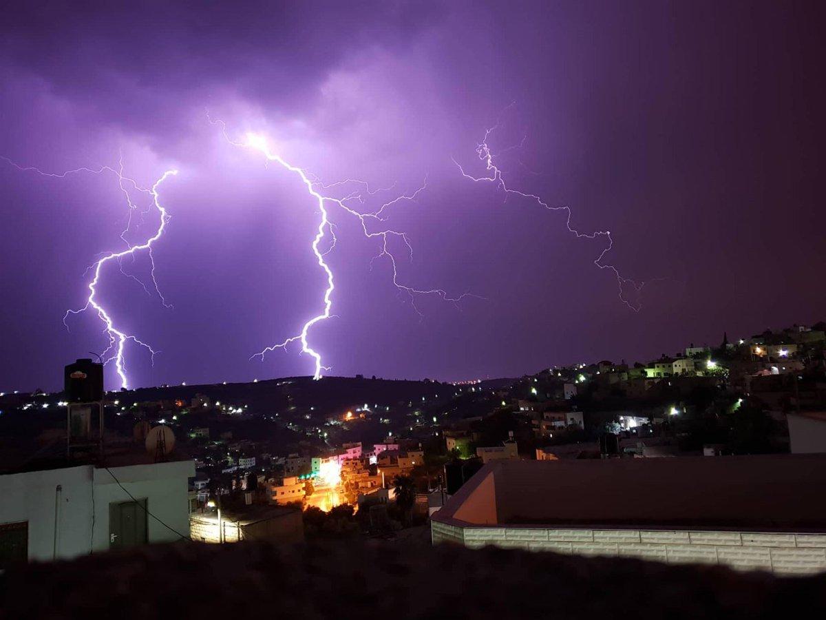 وكالة سوا الاخبارية | من مشاهد أجواء البرق والرعد في #فلسطين هذه ...