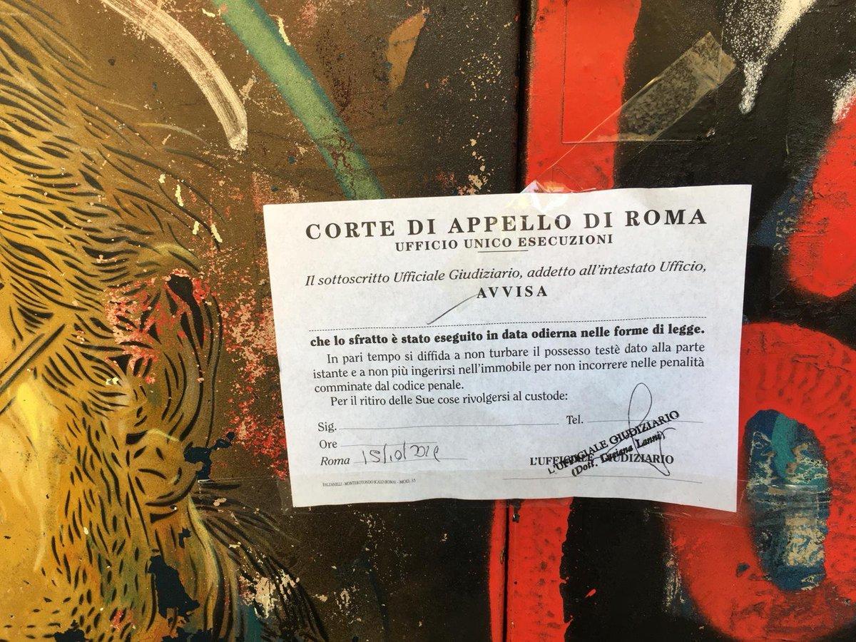 RT @zeropregi: Stanno sgomberando il Cinema Palazzo a Roma. Sfratto eseguito e ora stanno saldando i portoni. https://t.co/fTKSDjRkhP