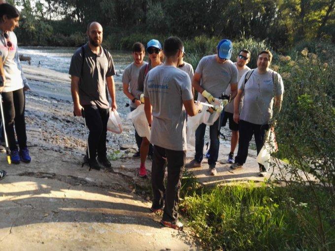 Empleados de @XylemInc en Madrid limpiaron zonas cercanas al río Henares (Alcalá de Henares) el pasado viernes. Concienciar y mantener el medio ambien...