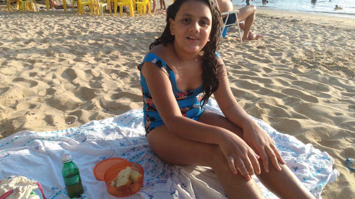 Piquenique na praia com minha princesa. #angradosreis