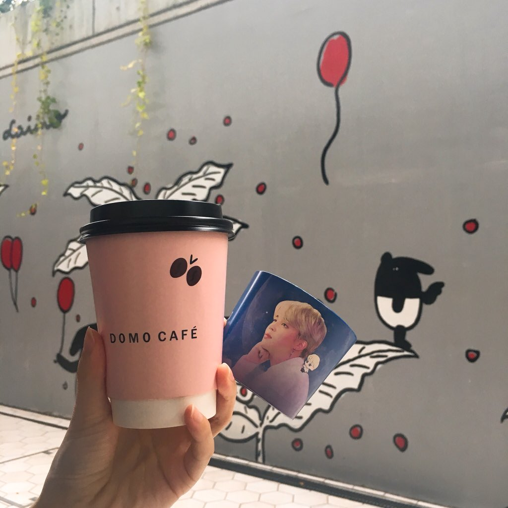 💋191014 ✔️DOMO CAFE 📍新大久保 初めて行かせていただきました💓 @CafeDoMo @mocchipuppy 님 @tako95yaki 様 とても可愛い💕カップホルダー✨ ありがとうございました😘💜