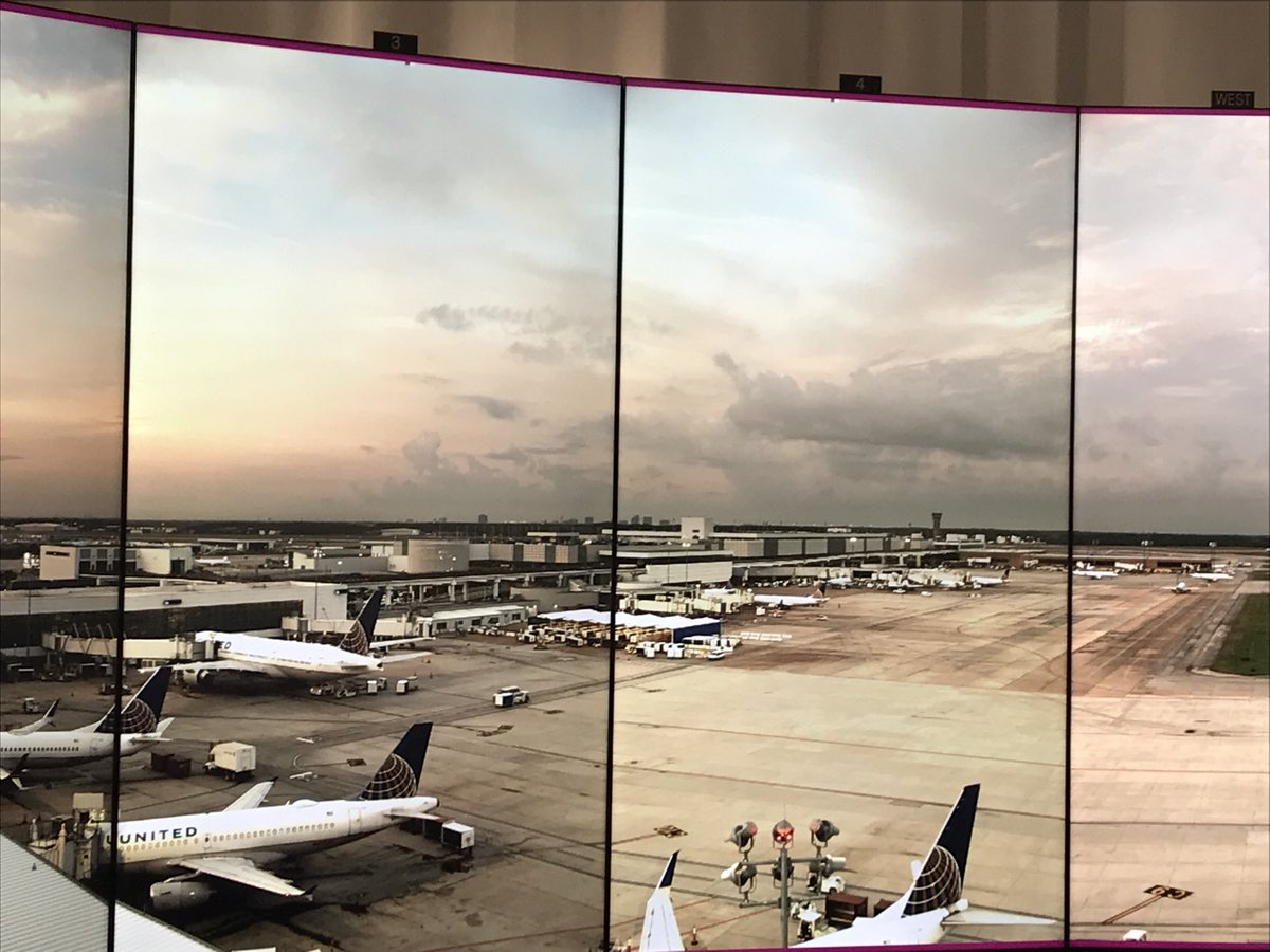 Just like looking out the window! Celebrating the grand opening of the new Virtual Ramp Control Tower today in IAH! 😀@weareunited @rodney20148 @JMRoitman @rachaelrivastx @csarkari