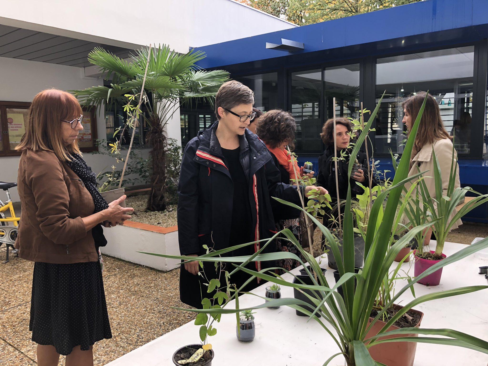 C'est la #SemaineDuClimat et tous les élèves du collège #Montaigne se sont mobilisés autour la question climatique ! Bravo à tous ! #Lormont #climat #ecoresponsabilité #label #engagement #mobilisation twitter.com/ABisagni/statu…