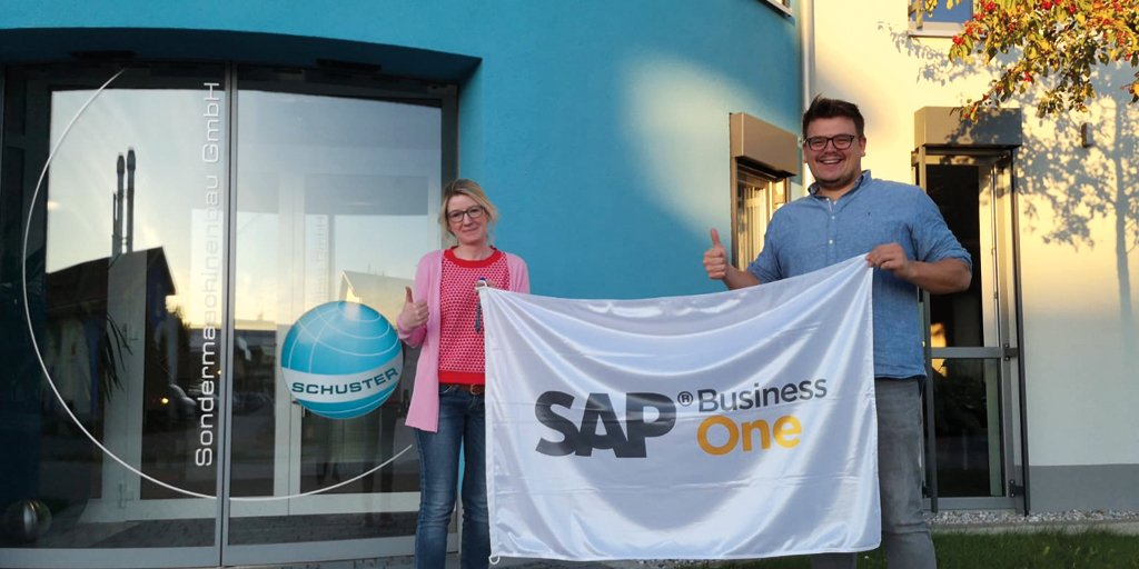 Grüße aus #Oberbayern 👋 unsere Kollegen Felix & Peter waren bei unserem Kunden Schuster Sondermaschinenbau in #Böbing #theBestRun @SAPBusinessOne 👍 https://t.co/O2T1Kyr29g