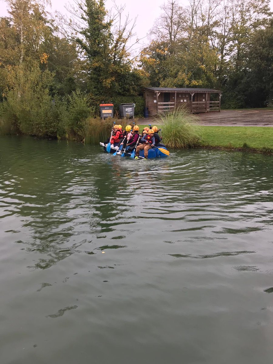 Year 6 take to the water on their raft building challenge #stayafloat #teamworkmakesthedreamwork <br>http://pic.twitter.com/Y4lLxJlzF5