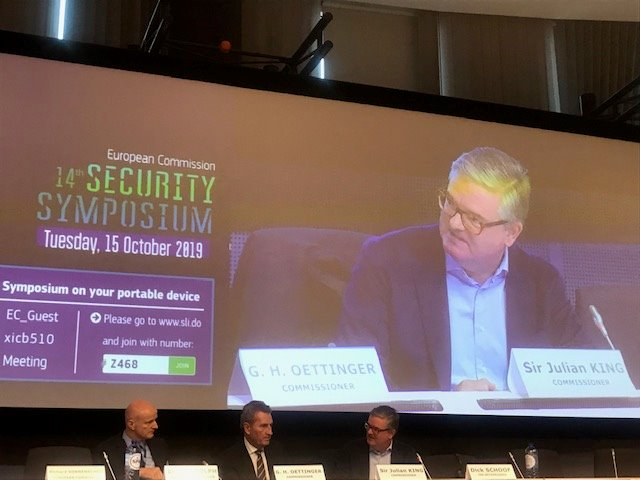 With @GOettingerEU Oettinger speaking to packed EU Security Symposium this morning: real interest in how EU is stepping up as security actor, including on cyber and protecting digital infrastructure.