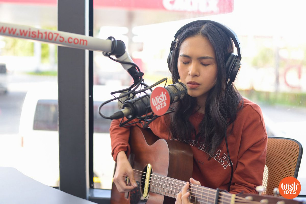 "For her much-awaited Wish Bus comeback, singer-songwriter Clara Benin sent calming vibes as she performed her soothing original ""I Rose Up Slowly."" This track is also the title of her latest EP!  She also showcased her original track ""Parallel Universe"" during today's Roadshow. <br>http://pic.twitter.com/8DZXaiyDyL"