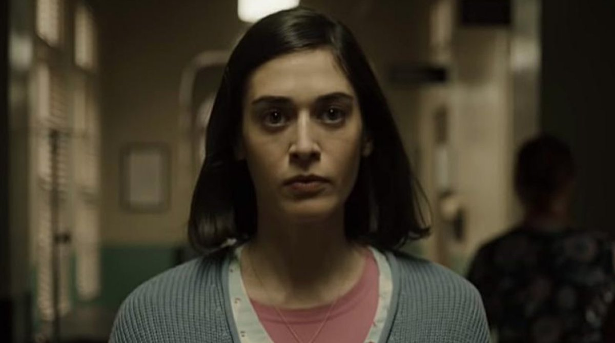 In season 2, @castlerockhulu transforms itself for the better by focusing on a classic @StephenKing character, Annie Wilkes. Also, all hail #LizzyCaplan. Full review: