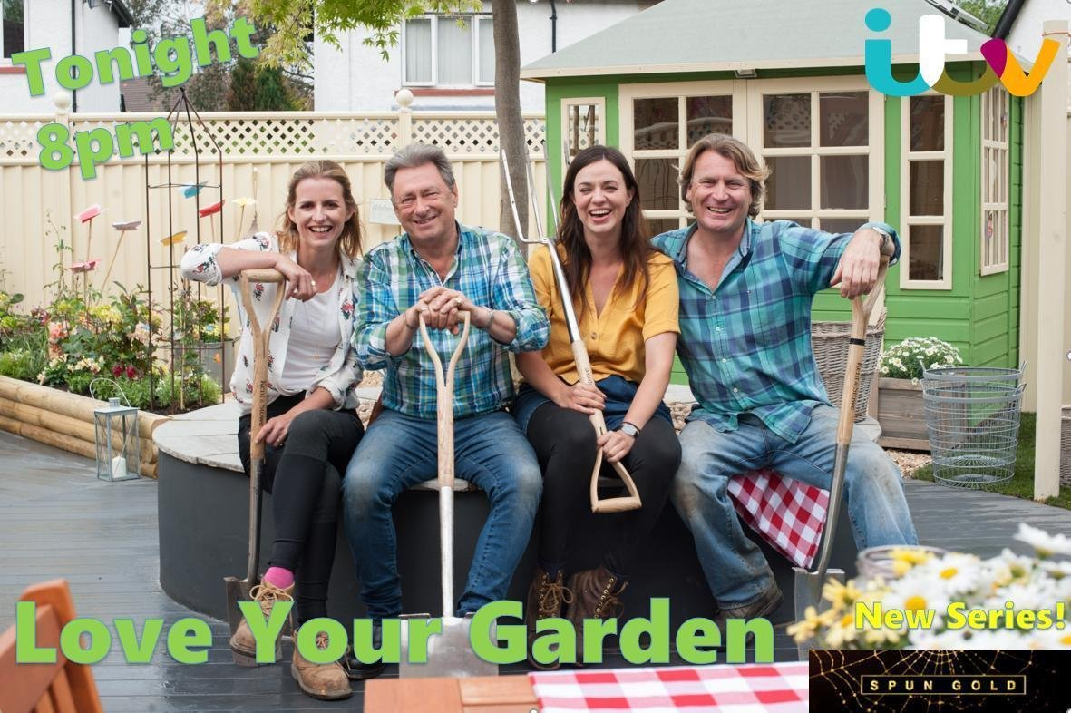 Tonight the team surprise Lorraine, a retired RAF service-woman & devoted charity volunteer in Swindon! Tune in to see the dream team create a stunning new LEASH of life in her garden, for Lorraine & her 2 assistance dogs Poppy & Doris 🐶🐶 8pm @ITV @WeAreSTV #LoveYourGarden