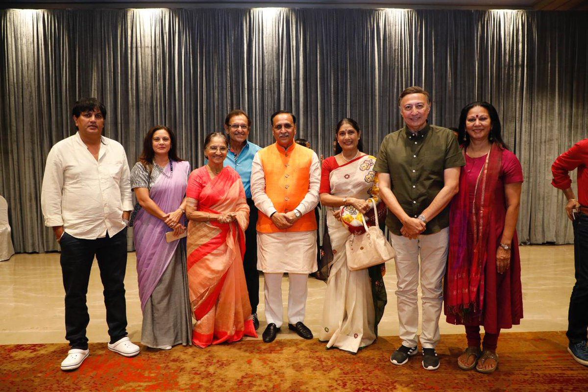 Rupani meets Gujarati theater and film artists in Mumbai