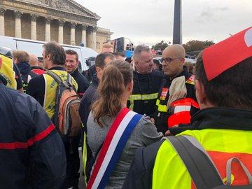 Pompiers en colère à Paris : tensions avec la police, au moins 6 interpellations EG7V9MHWkAAmr66?format=jpg&name=360x360