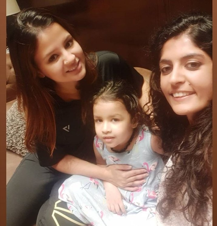 Recent click of @SaakshiSRawat and Ziva from #Ranchi ❤🤗 #MSDhoni #Dhoni #TeamIndia