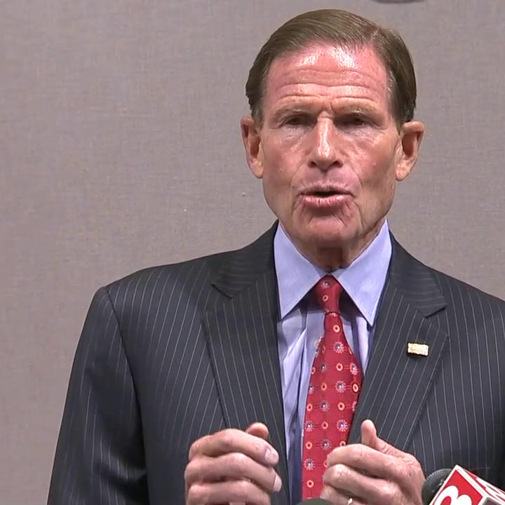 """NEW: Citing threats, violence against journalists, Sen. Richard Blumenthal proposes bill making threatening or attacking """"anyone doing fact gathering or news operations"""" a federal crime. https://abcn.ws/2K0BLjq"""