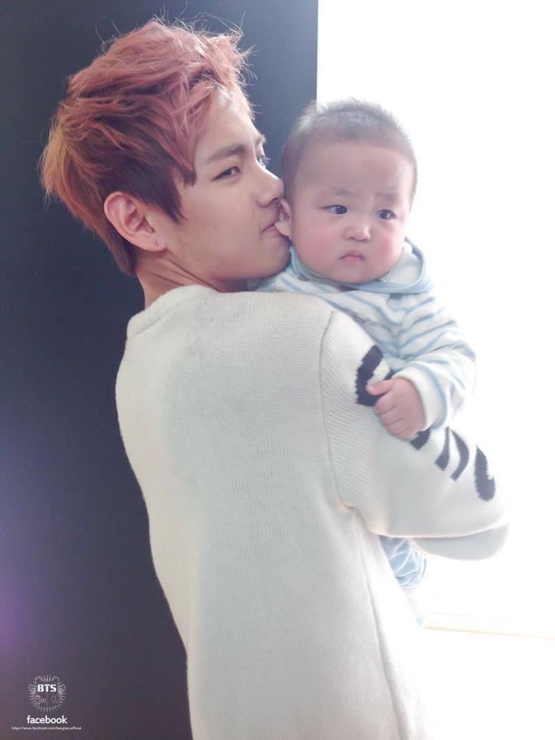 Taehyung with baby so cute, is taehyung biting the baby's ear🤔🤣🤣