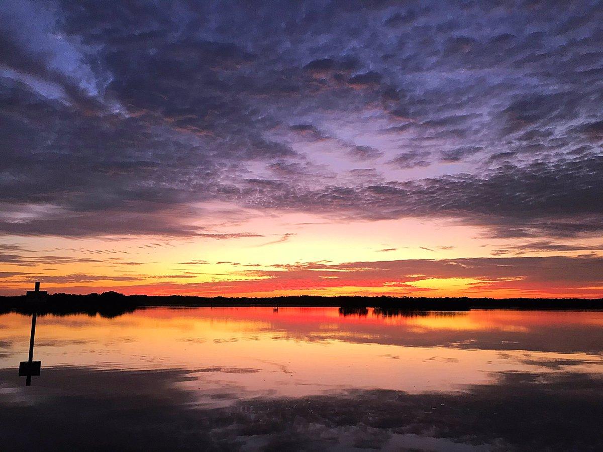 Amazing #sunrise over the #peaceriver  @winknews @PaulFox13 @FloridianCreat1 @ThePhotoHour @StormHour <br>http://pic.twitter.com/GPhugv8ZTA