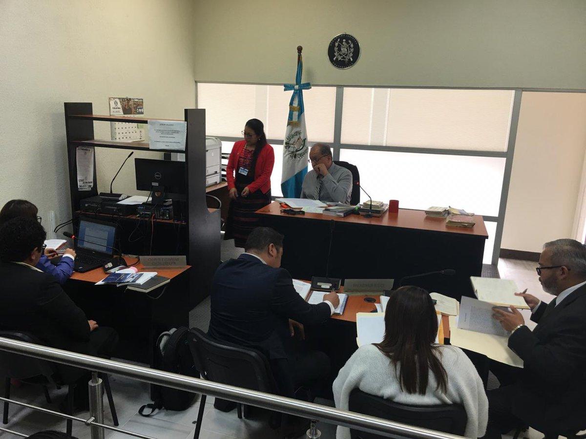 test Twitter Media - En el Juzgado de Turno se realiza audiencia de primera declaración de Karina López y Elmer Cash, trabajadores del MP, señalados de supuestas extorsiones. https://t.co/l4aCPZaLYu