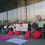 Image for the Tweet beginning: Protest gegen die Gründung des