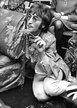 John Lennon The #Beatles via @lennonsmeddows