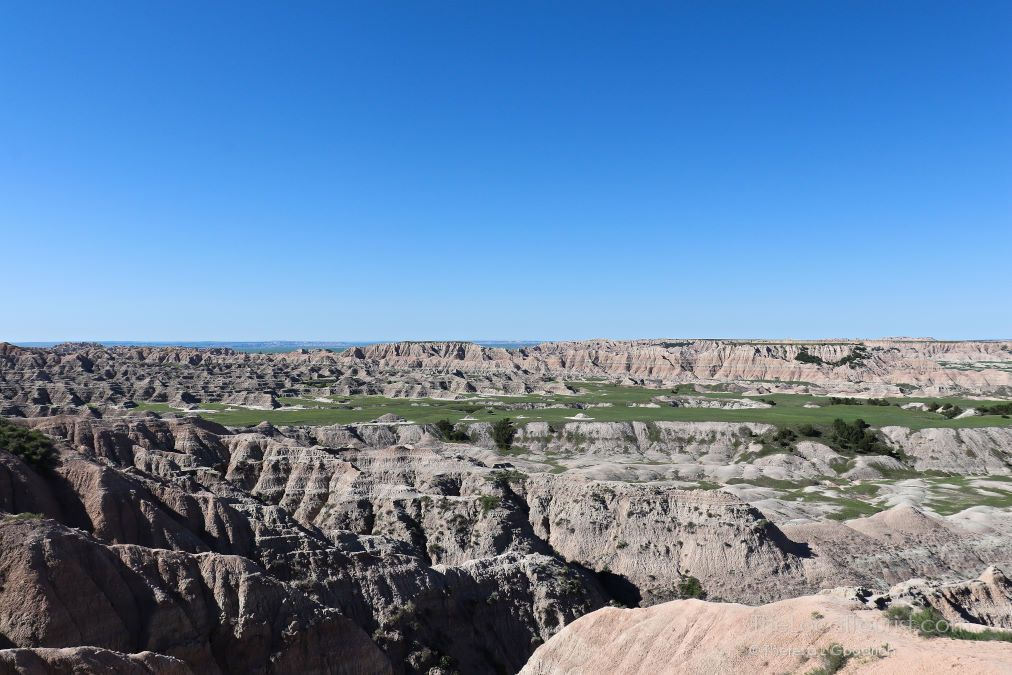 One Night in Badlands National Park --> buff.ly/2GWpNFN via @thelocaltourist #MidwestTravel #SouthDakota