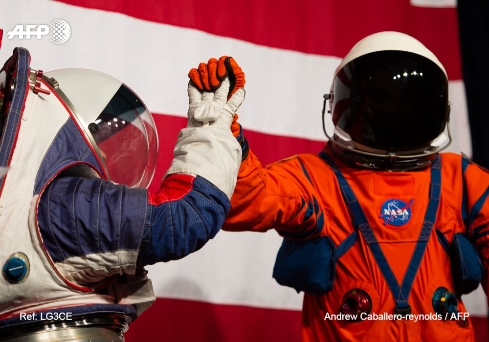 US space agency NASA unveiled new spacesuits that would allow astronauts to walk almost as naturally on the Moon as they do on Earth  http:// u.afp.com/JDhx     <br>http://pic.twitter.com/FP2a8L6Fhd