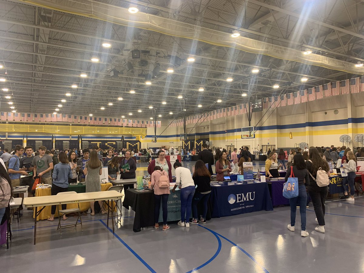 Families are beginning to arrive to talk with college representatives at the college fair! <a target='_blank' href='http://search.twitter.com/search?q=BeyondAPS'><a target='_blank' href='https://twitter.com/hashtag/BeyondAPS?src=hash'>#BeyondAPS</a></a> <a target='_blank' href='https://t.co/ggWJSJT92v'>https://t.co/ggWJSJT92v</a>