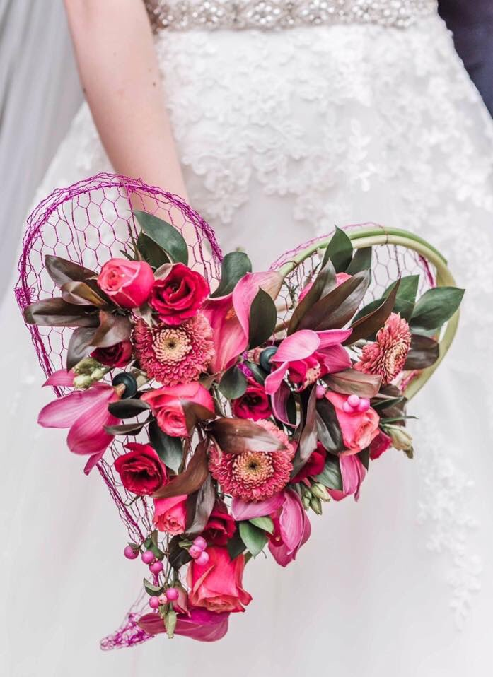 Our Gerbera Gerponi #Hypnose had the honor to shine in these lovely wedding flowers!  Photography: Sharon Trees Photography  Flowers:The Dandelion Clock<br>http://pic.twitter.com/oVc1RJ2OQi
