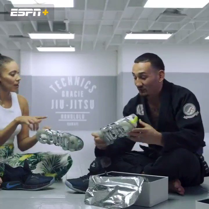 Max Holloway stays laced up, but now he wants his own signature shoe 👟  SneakerCenter gets @BlessedMMA ➡️ http://es.pn/SNKRCNTRMax