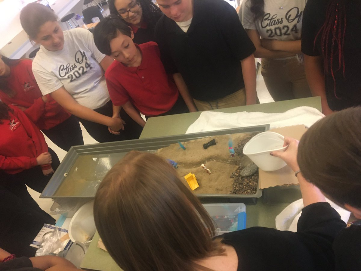 Learning about the power of water weathering and it's affect on the Earth. #WeAreFMMS #embraceandempower #ScienceRocks <br>http://pic.twitter.com/Upa2Ai5Jij