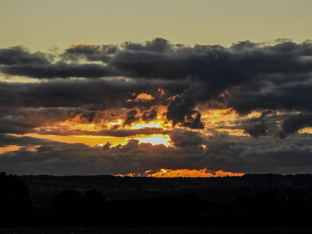 #stormhour Tuesday's sunset in the clouds Graveley Hertfordshire UK <br>http://pic.twitter.com/GQGlfJxcNL