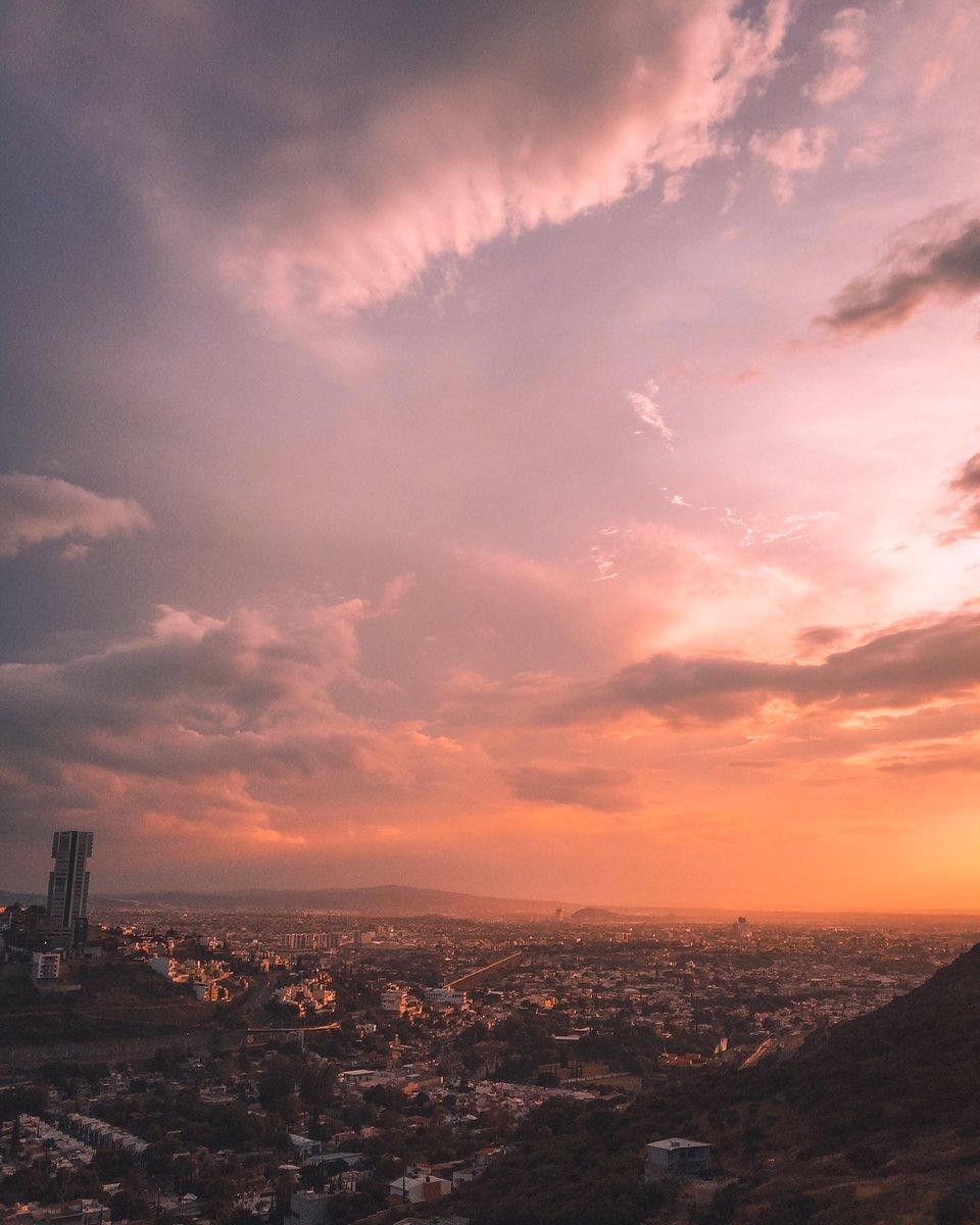 Endless Joy 🌇   #mexico #queretaro #Wanderlust #sunset #sunsetlover #travel #Traveler #TravelTuesday #traveldiaries #travelphotography #visitmexico #mexicotravel #solotravel