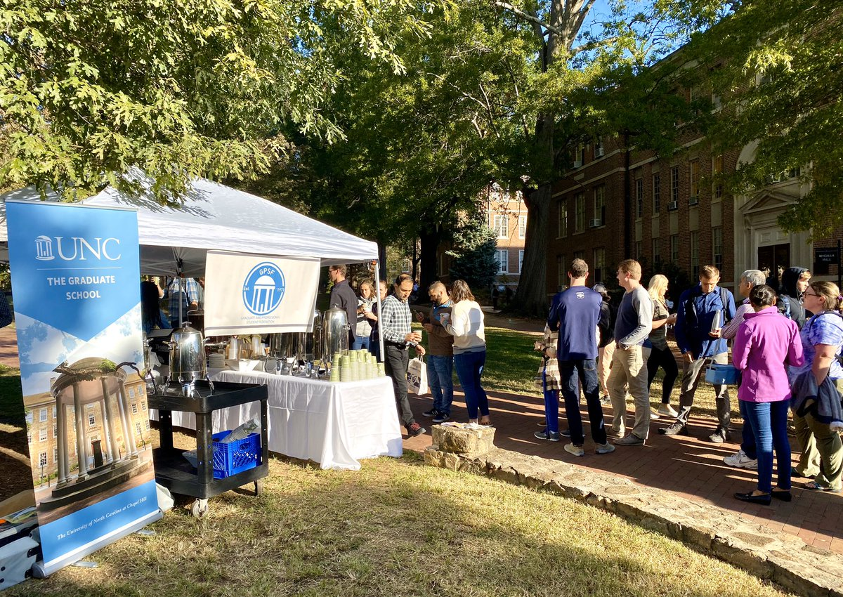 Our thanks to everyone who came out this morning to share a coffee with us and sign a note of appreciation for @UNC graduate students and all the hard work they do! ☕️ 🍁 😊 https://t.co/VlQPe6QAyM