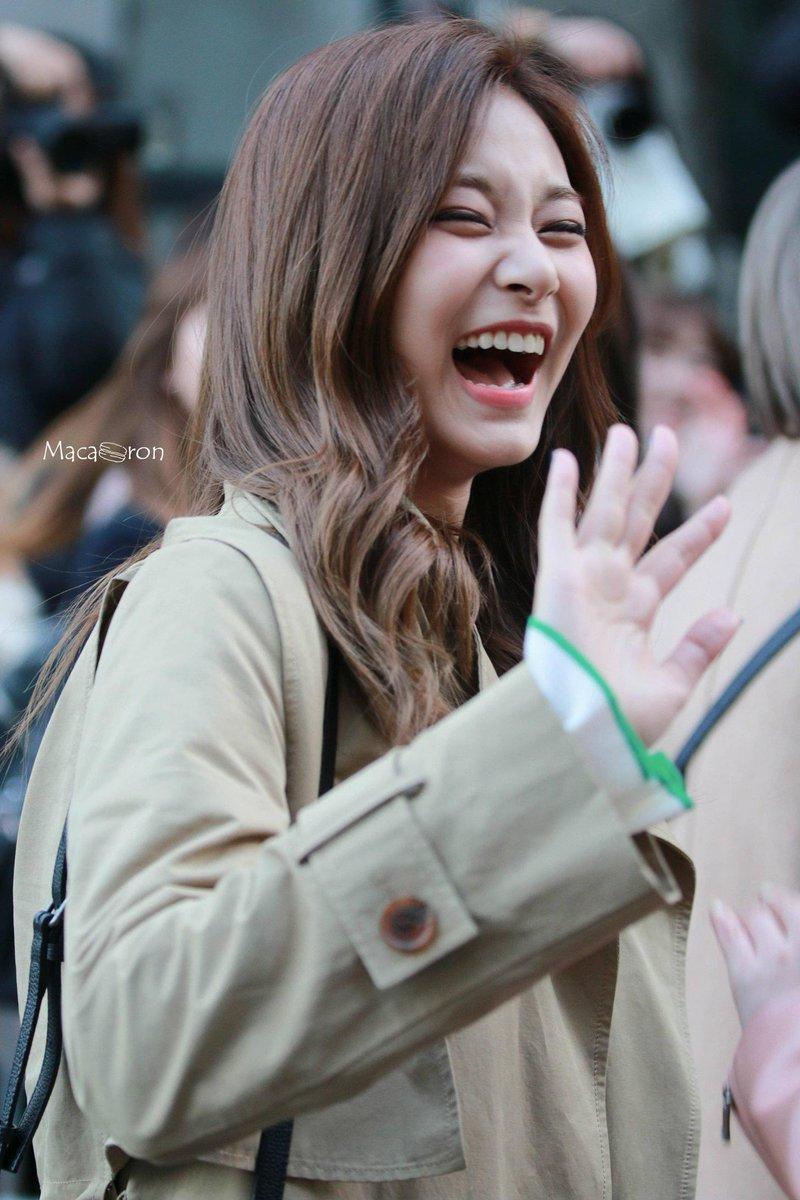 [Thread] Tzuyu smile <br>http://pic.twitter.com/JDk8gaYaGR