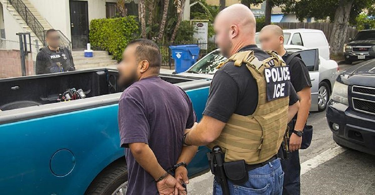 ICE ARRESTS MORE THAN 30 DURING ENFORCEMENT ACTION IN LAS VEGAS   Las Vegas ICE raids yield several arrests  http:// bit.ly/35zxDjc    <br>http://pic.twitter.com/RfOm8rqtdI