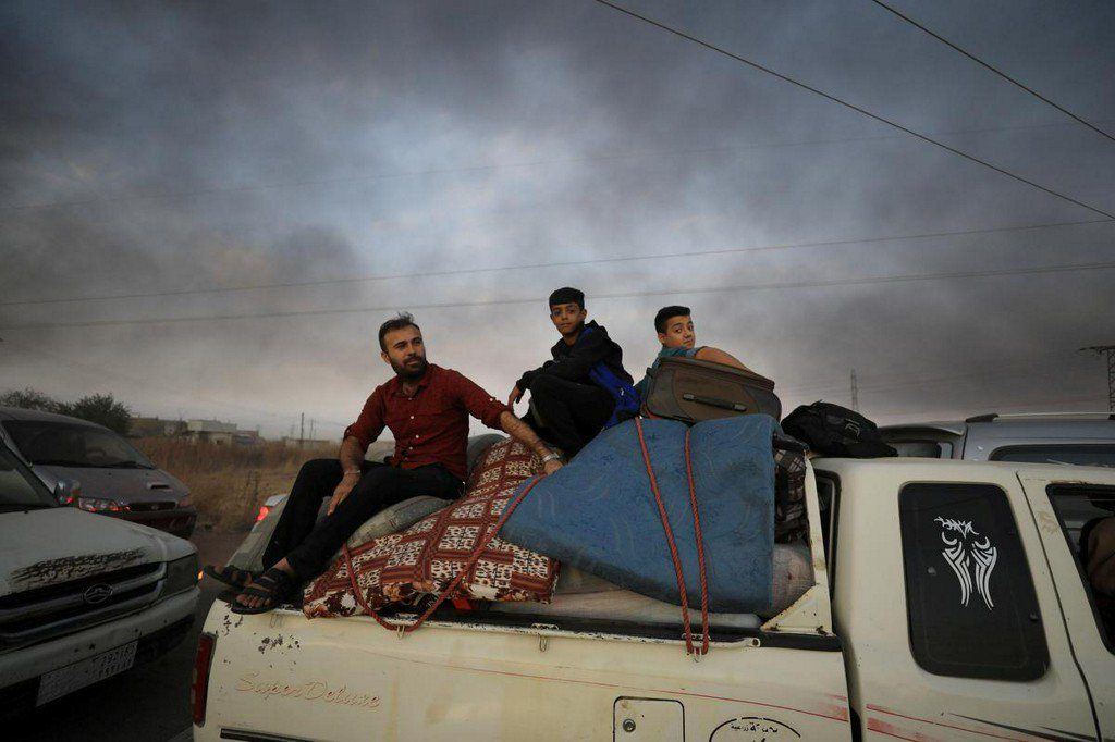 As war map shifts once more, fleeing Syrians face tough choices https://www.reuters.com/article/us-syria-security-turkey-displaced-idUSKBN1WU2U3?utm_campaign=trueAnthem%3A+Trending+Content&utm_content=5da6846d515383000140b5ab&utm_medium=trueAnthem&utm_source=twitter…