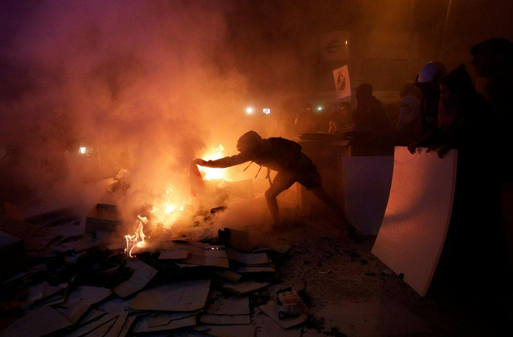 New clashes in Barcelona between separatist protesters and police https://www.reuters.com/article/us-spain-politics-catalonia-clashes-idUSKBN1WU2OR?utm_campaign=trueAnthem%3A+Trending+Content&utm_content=5da68326594d1700014c6fed&utm_medium=trueAnthem&utm_source=twitter…