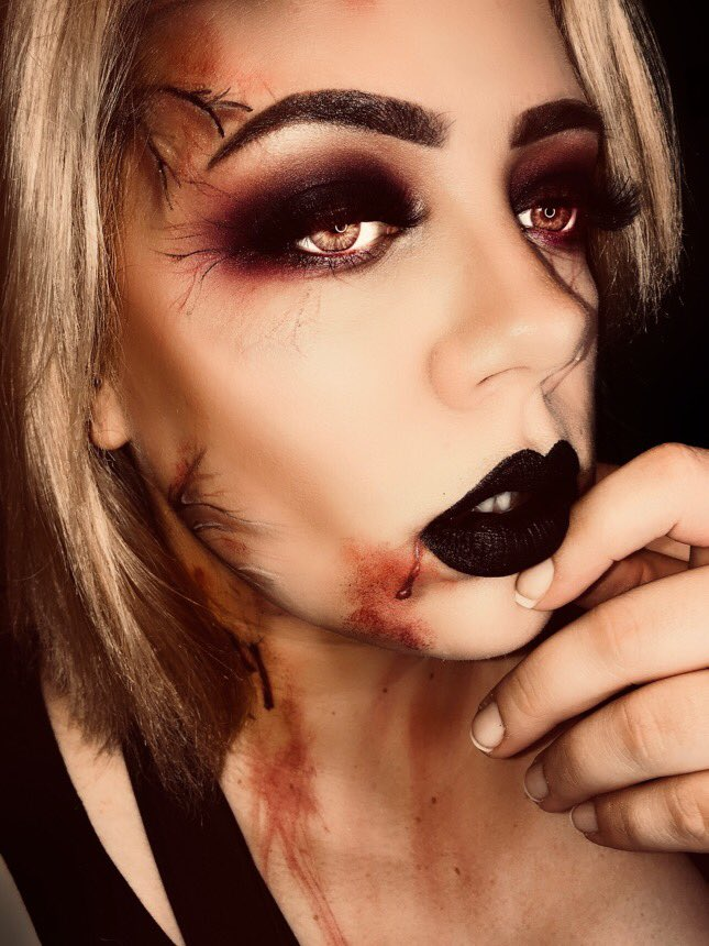 The moon is my sun, the night is my day,blood is my life, and you are my prey 🧛🏻♀️🖤 #vampire #vampiremakeup #jeffreestarprlist #Halloween #halloweenmakeup #MakeupAddict