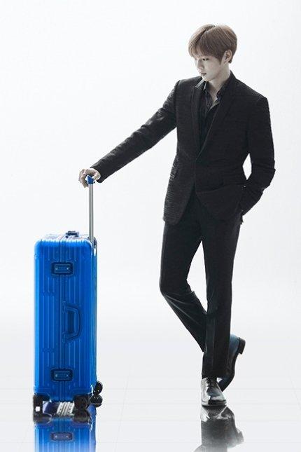 The perfect MODEL of a Luggage!!!  #강다니엘 #KangDaniel @danielk_konnect<br>http://pic.twitter.com/GCahARMe1E