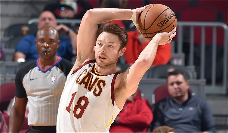 Sluggish start for #Cavs in this one -- Celts up, 27-18; Kevin Love, 4-6FG, 8pts, 4reb; rest of starters, 0-5FG, 1pt; Darius Garland, Jordan Clarkson, 5pts apiece off bench, combined 4-5FG; also, Tacko Fall is huge. <br>http://pic.twitter.com/MjXComZijP