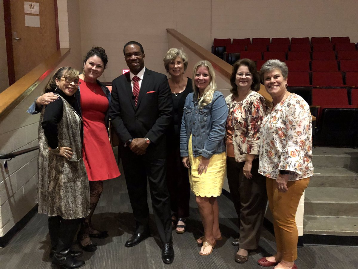 Creekside Elementary loved meeting our new boss, @drjbg3! Welcome to SPS! #spsk12proud
