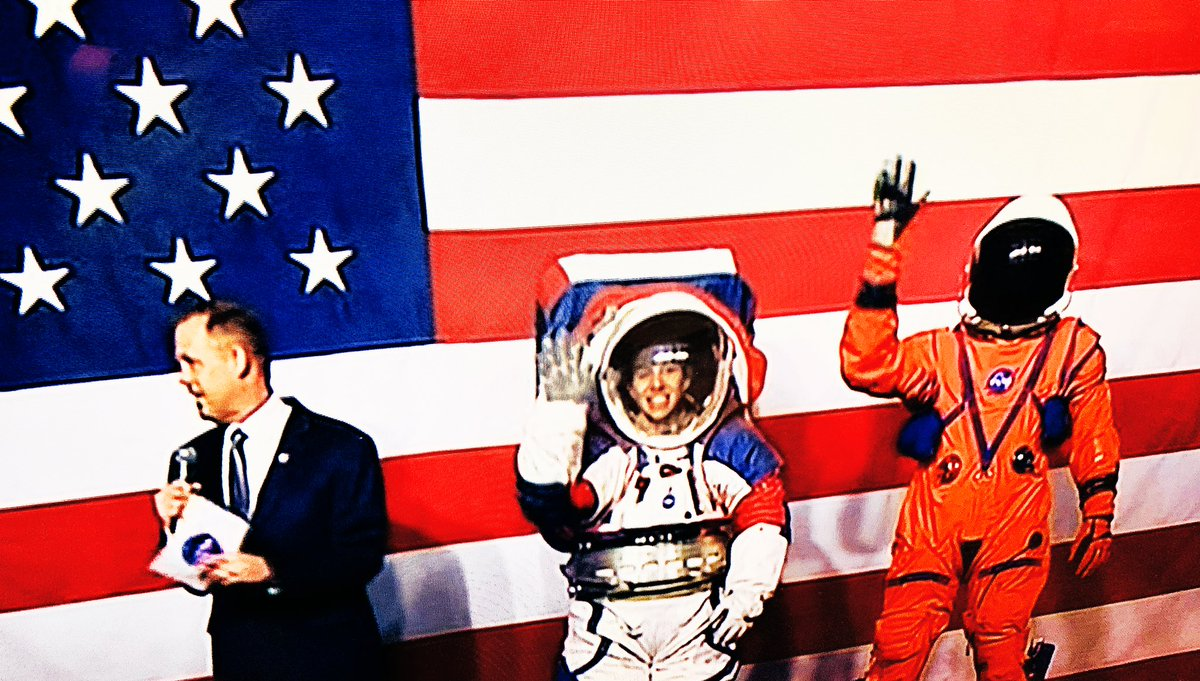Who loves @NASA's new space suit??  MAKING SPACE GREAT AGAIN in Red, White, and Blue! <br>http://pic.twitter.com/mdmZCoiojf
