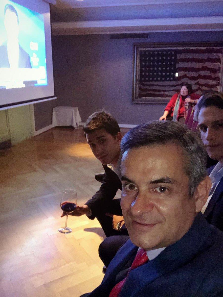 Con parte del equipo en el Club Americano viendo el debate presidencial entre los precandidatos del Partido Demócrata. Comparando y aprendiendo en temporada de debates.... Cc @jlespert #Espert2019 #EspertRosales2019pic.twitter.com/NB9AoBycuo – at Club Americano de Buenos Aires