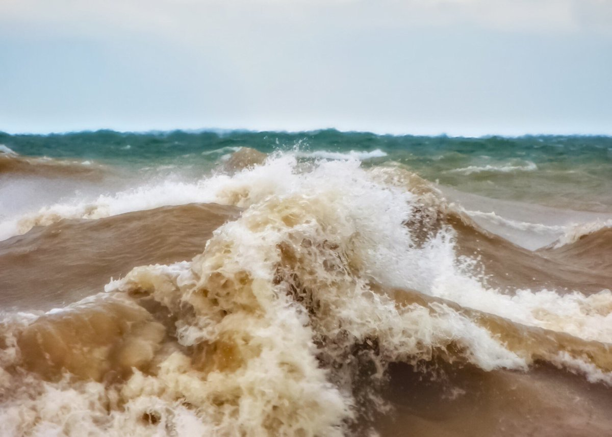 Powerful, sand filled waves at the Lake Michigan shoreline this past Sunday near Manistee.  @StormHour #miwx #LakeMichigan<br>http://pic.twitter.com/dbH5gsBEDU – à Lighthouse Park