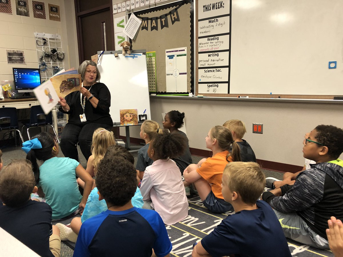 Today Our class had a fun visit from Mrs. Maldonado! #eseSOAR #BeTheLight <br>http://pic.twitter.com/mGjDfMiKAS