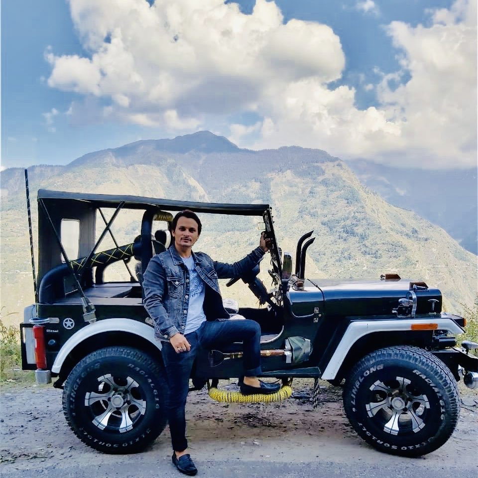 Why are you trying so hard to fit in when you were born to stand out ? . . . . . #lamborghini #ferrari #bentley #supercarlifestyle #watchlovers #rolex #blancpain #iwc #panerai #f4f #outstation #tour #mywillyjeep