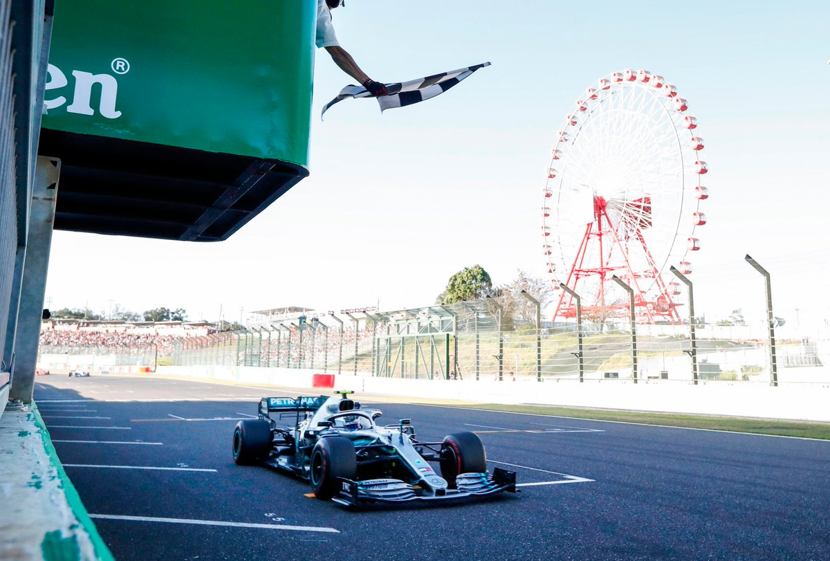 Don't wave too soon 🤦♂️  FIA investigating #JapaneseGP chequered flag light display gaffe 🏁 #F1  MORE: https://bit.ly/2MgJI5g