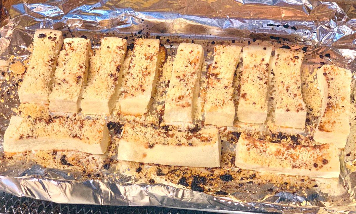 間食・高野豆腐ラスク2個味見で2個も食べちゃった💦おいしい😋冷めても美味しいといいなぁ…💓