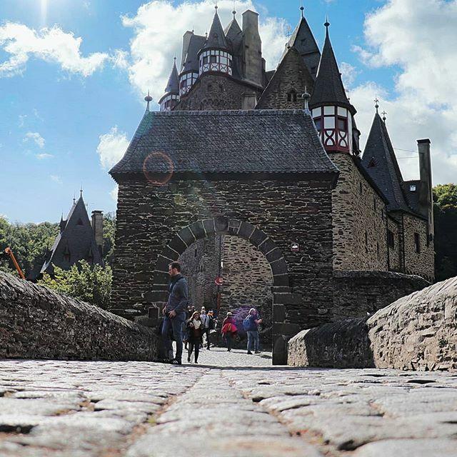 Burg Eltz Bild 2!  #Mosel #Hunsrück #Eiffel #Burg #Eltz #eltzcastle #burgeltz #urlaub #canon77D #canonphotography #german_landscape #Germany #swfotografie #marcmachtblau #Moselurlaub https://ift.tt/30GjKvPpic.twitter.com/OZfzz7LiLT