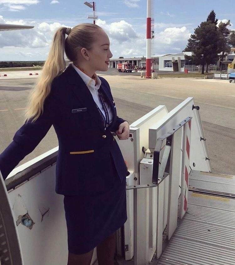 Today's 'Dolly Of The Day' is lovely Nicola from Ryanair   Keep sending me your pics ladies & gents   #ryanaircrew #dollyoftheday #confessionsofatrolleydolly #crewfie #ryanair #cabincrew #flightattendant #trolleydolly #aircrew #airlinelife #cabincrewphotography pic.twitter.com/SXrhUyGpvY