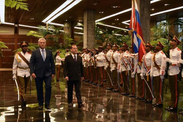 Der russische Premier besucht Havanna | Bildquelle: www.twitter.com © Twitter / Estudio Revolución | Bilder sind in der Regel urheberrechtlich geschützt